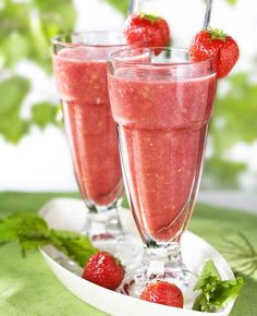 Strawberry and fruit juice/Mansikka-hedelmäjuoma, Healthy Smoothie, Yummy Smoothie Recipes, Fruit Recipes, Healthy Drinks, Fruit Juice, Fruit Smoothies, Fun Drinks, Cold Drinks, Strawberry Fruit