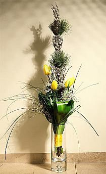 Stylowi.pl - Odkrywaj, kolekcjonuj, kupuj String Garden, Floral Arrangements, Glass Vase, Floral Design, Bouquet, Easter, Table Decorations, Spring, Creative