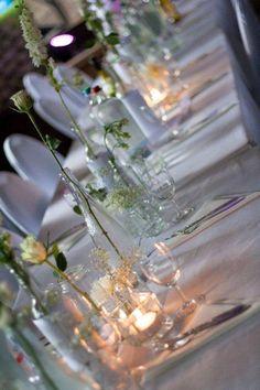 bröllop, små vaser Blue Wedding, Wedding Flowers, Dream Wedding, Wedding Story, Happily Ever After, Glass Vase, Table Settings, Wedding Inspiration, Table Decorations