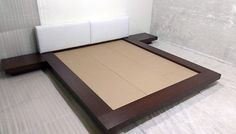 cama japonesa com cabeceira e criados mudos  king size