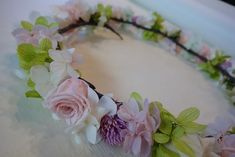 今日は、『夏休みだよ☆ブログワークショップ』と題しまして、 お花の作り方のレクチャーをしたいと思います。 まず第一回目は『プリザーブドフラワーの花... Blue Flowers, Floral Wreath, Hair Accessories, Feminine, Wreaths, Wedding, Decor, Baby, Ballet Clothes