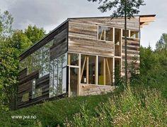 Dos conceptos de diseño y construcción en una vivienda compacta y austera