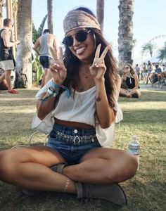 The cutest lil' boho outfit for Coachella   http://www.hercampus.com/school/uwf/6-trends-rock-your-favorite-music-festival