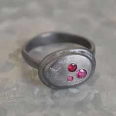 Dear Swallow Roman Oval Ring with 3 Rubies