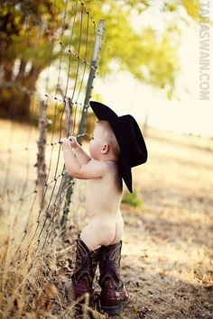 babies in boots, you know this is adorable! Cowboy Baby, Little Cowboy, Cowboy Girl, Kid Pics, Kid Photos, Baby Photos, Country Baby Pictures, Cowboys, Cute Baby Stuff