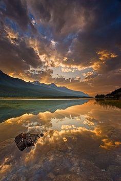 Jasper National Park, Canada. Jasper National Park is the largest national park in the Canadian Rockies, spanning 10,878 km². It is located in the province of Alberta, north of Banff National Park and west of the City of Edmonton