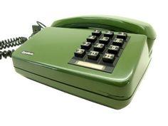 Na minha casa tinha um, quase igual, a diferença estava na cor, pois era verde claro, diga-se de passagem, verde claro era horrível para um aparelho telefônico (rsrsrs) telefone dos anos 80