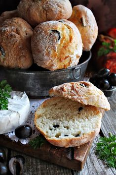 Ciabatta, Naan, Bread And Pastries, Lunches And Dinners, Bakery, Food And Drink, Favorite Recipes, Dishes, Cooking