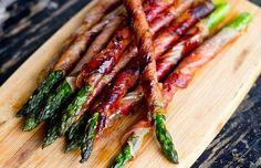 Gegrilde groene asperges:Echt de moeite waard! Deze asperges zijn een originele hap bij de aperitief. Of als voorgerecht met een kruidig broodje. Ook lekker me