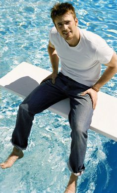 Chris Evans sitting on a diving board over a pool. No shoes or socks. White t-shirt and jeans. Capitan America Chris Evans, Chris Evans Captain America, Capt America, Steve Rogers, Avengers, Chris Roberts, Christopher Evans, Diving Board, Zeina