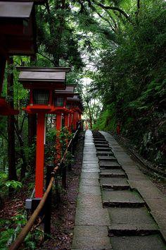 Approach to Kurama-dera temple, Kyoto, Japan Japanese Temple, Japanese Geisha, Japanese Kimono, Osaka, Beautiful World, Beautiful Places, All About Japan, Asian Architecture, Art Asiatique