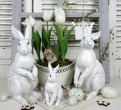 Hoppy Easter, Easter Bunny, Easter Wedding Ideas, Garden Figurines, Shabby Chic Garden, Diy Ostern, Easter Parade, Ideas Geniales, Easter Table