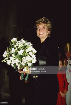 Princess Diana at a carol concert in St George's Church Hanover Square London December 1991 Spencer Family, Lady Diana Spencer, Royal Princess, Princess Of Wales, Princess Diana Pictures, Princesa Carolina, Christmas Concert, Saint George, British Monarchy
