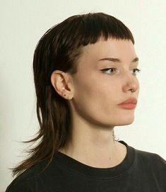 Nice short bangs on shag, Summer Haircuts, Summer Hairstyles, Cool Hairstyles, Hair Inspo, Hair Inspiration, Mullet Hairstyle, Costume Noir, Stylish Haircuts, Short Bangs