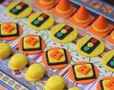 Construction-Themed Fondant Cupcake Toppers - Perfect for Cupcakes, Cookies and Other Edibles by Les Pop Sweets on Gourmly Fondant Cupcakes, Fondant Toppers, Cupcake Cookies, Car Cupcakes, Construction Cupcakes, Construction Birthday Parties, Construction Party, Dessert Party, Birthday Party Desserts