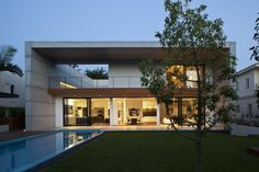 Ramat Hasharon House in Israel by pitsou kedem architect. Take a look to the rest of house, please!!