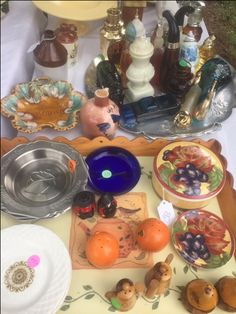 Avon collectibles, vintage perfumes bottles, salt and pepper sets, flea market Scranberry Coop Andover NJ, antique shopping event