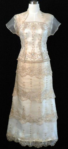 Qualitative Barong Tagalog, Filipiniana Dresses - Barongs R us Simple Wedding Gowns, Wedding Dresses, Modern Filipiniana Dress, Filipino Fashion, The Bride, Mob Dresses, Formal Gowns, Formal Wear, Princess Style