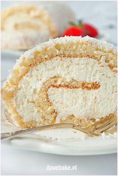 Rolada biszkoptowa Raffaello - I Love Bake Christmas Desserts, Vanilla Cake, Rolls, Food And Drink, Cooking Recipes, Cupcakes, Sweets, Snacks, Chocolate