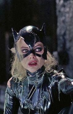 "Michelle Pfeiffer as Catwoman ""Batman Returns"" Catwoman Cosplay, Batman Und Catwoman, Batgirl, Joker, Catwoman Selina Kyle, Creepy Halloween Costumes, Divas, Batman Returns, Dc Movies"