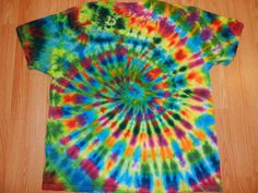 just color in a circle as opposed to different rubber band sections Tie Dye Tips, Dyed Tips, How To Tie Dye, Tie Dye Fashion, Tie Dye Colors, Tie Dye Designs, Tie Dye Shirts, Cool Ties, Classroom Crafts