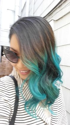 Here is how I got turquoise hair using Manic Panic's Atomic Turquoise Feel free to comment any questions below! Like and subscribe! Special thanks to BeautyB...