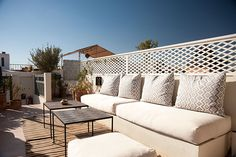Rooftop at Le J #riadlej #marrakech #morocco #travel #africa #maisondhotes #bandb #hotel #roof #sofa #sun #relax #white #bluesky #tables #design #choufproject