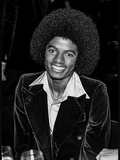 Young Michael Jackson, Photos Of Michael Jackson, Handsome Black Men, People Of Interest, Soul Music, Rare Photos, Hollywood Glamour, Thriller, Mike Jackson