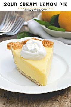 Banana Coconut Cream Pie Recipe, Lemon Pie Recipe, Lemon Dessert Recipes, Cream Pie Recipes, Lemon Recipes, Baking Recipes, Sour Cream Lemon Pie, Sour Cream Cake, Baking Ideas
