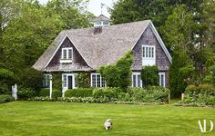 At their home in East Hampton, mother/daughter duo Candice Bergen and Chloe Malle find common ground—and room to craft Candice Bergen, Hamptons House, The Hamptons, Diy Hacks, Colonial, Shingle Style Homes, Cottage Exterior, Exterior Houses, House Exteriors