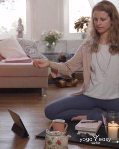 """Dein Wunsch: Du hüpfst jeden Morgen federleicht aus dem Bett auf die Matte und übst bei Sonnenaufgang Yoga. Deine momentane Realität: Du kannst dich einfach nicht aufraffen. Keine Sorge, es gibt eine Lösung: haben unsere 21 besten und beliebtesten Yoga-Videos für dich in diesem """"Best of Morgen-Yoga""""-Programm zusammengestellt. Damit wird es dir ganz leicht fallen, jeden Tag auf die Matte zu gehen. Versprochen! #morgenroutine #morgenyoga #yoga #yogaammorgen Yoga Am Morgen, Routine, Yoga Videos, Fitness, Sunrise, Wish, Spiritual, Bed, Simple"""