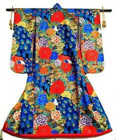 peony and peacock wedding kimono Japanese Wedding Kimono, Asian Wedding Dress, Japanese Kimono, Japanese Art, Wedding Dresses, Kimono Fashion, Fashion Art, Vintage Fashion, Traditional Fashion