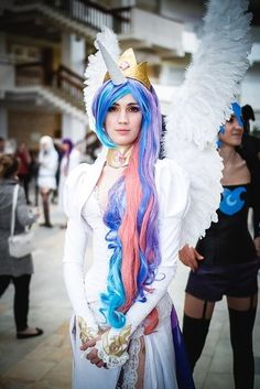 Princess Celestia(My little Pony) An awesome cosplay of her. Cool Costumes, Halloween Costumes For Kids, Halloween Make Up, Cosplay Costumes, Unicorn Halloween, Unicorn Costume, Halloween Outfits, Halloween Ideas, My Little Pony Princess