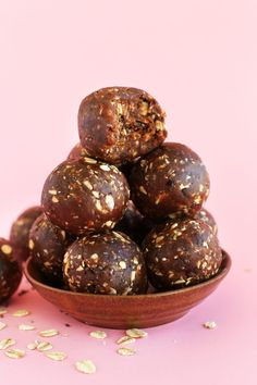EASY, 5 ingredient peanut butter energy bites sweetened with dates and studded with oats, dark chocolate and chia seeds! Full of fiber, protein and healthy fats.