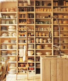 Adding pottery to your home décor is an innovative way of lighting it up and grabbing people's attention. As pottery is so diverse, incorporating it into your interior also offers the perfect oppor… Clay Studio, Ceramic Studio, Ceramic Workshop, Pottery Workshop, Garage Atelier, Flea Market Style, Cottage Kitchens, Dream Studio, Pottery Studio