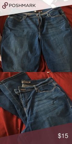Levi jeans- 580 defined waist size 18W Medium wash 58O style Levi's women's jeans. These are size 18W, I am 5'11 and the jeans go to the top of my shoes. They are straight cut. The inner thigh is in great shape, no signs of wear. Levi's Jeans Straight Leg