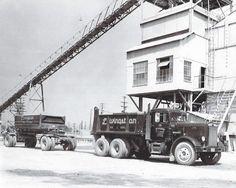 Transfer dump from the mid Peterbilt classic Dump Trucks, Tow Truck, Cool Trucks, Big Trucks, Heavy Construction Equipment, Logging Equipment, Peterbilt Trucks, Vintage Trucks, Best Sites