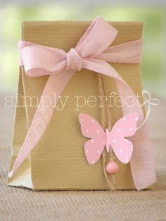 cute gift wrapping with pink ribbon and butterfly Creative Gift Wrapping, Creative Gifts, Wrapping Ideas, Decorated Gift Bags, Gift Wraping, Butterfly Party, Party Bags, Party Favors, Shower Favors