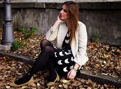 http://thesparklingcinnamon.blogspot.it/2013/11/Black-Cat-Dress-Zara-Studded-Flats.html