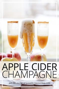 Simple and delicious apple cider champagne is the perfect cocktail to toast the New Year! (or really for any time of year!) Easy Drink Recipes, Best Cocktail Recipes, Top Recipes, Light Recipes, Sweet Recipes, Cooking Recipes, Good Food, Yummy Food, Star Food