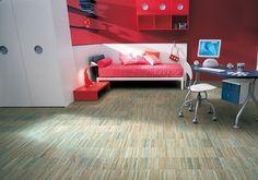 Fast di Unikolegno, un pavimento industriale prefinito, realizzato in frassino oliato azzurro. Pensato per vari ambienti: dalla palestra all'ufficio e con soluzioni particolari di colore ideali per le