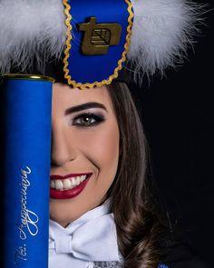 Graduation Picture Poses, Graduation Portraits, Graduation Photoshoot, Grad Pics, Graduation Pictures, Graduation Party Desserts, Graduation Day, Casino Party Decorations, Casino Theme Parties