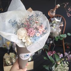 "57 Likes, 1 Comments - 플로랑 (@floraodesign) on Instagram: ""플로랑만의 #러블리 #아이템 #프리저브드 #콘플라워 에요~ . 오늘은 그녀에게 #꼬깔콘 #플라워 를 #선물 하는날!  . 주문배송 문의는 카톡아이디 florao 로~ . .…"""