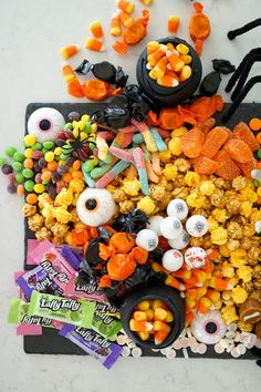 Halloween Desserts, Easy Halloween, Holidays Halloween, Halloween Treats, Halloween Candy Bar, Charcuterie Recipes, Charcuterie Board, Catering Display, Catering Food