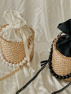 Round Straw Bag, Diy Straw, Leather Bag Design, Hobo Crossbody Bag, Wicker Purse, Straw Handbags, Popular Handbags, Art Bag, Jute Bags