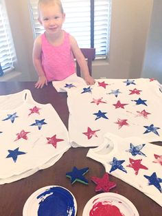 Celebrate the upcoming holiday with a super easy DIY craft making of July shirts: an activity that the whole family can participate in! 4th July Crafts, Fourth Of July Decor, 4th Of July Celebration, 4th Of July Decorations, Patriotic Crafts, 4th Of July Party, July 4th, Birthday Decorations, Fourth Of July Shirts For Kids