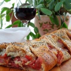 Italian Appetizer Bread Recipe Italian Appetizer Bread - Everything About Appetizers Bread Appetizers, Italian Appetizers, Appetizers For Party, Appetizer Recipes, Bunco Snacks, Bread Recipes, Cooking Recipes, Sandwiches, Gluten Free Puff Pastry