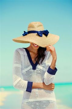 Vacation essentials: Cute cover-up + floppy hat