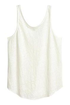 Top sem mangas em linho: Top sem mangas em jersey de linho com decote ligeiramente cavado atrás e base arredondada com remate em ponto overlock.