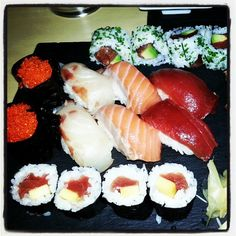 Noche de Sushi y Sashimi Sushi, Ethnic Recipes, Food, Night, Meals, Essen, Yemek, Eten, Sushi Rolls